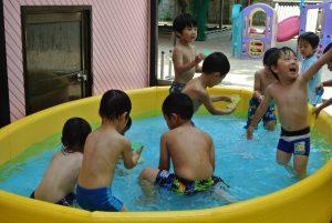 年中 プール遊び